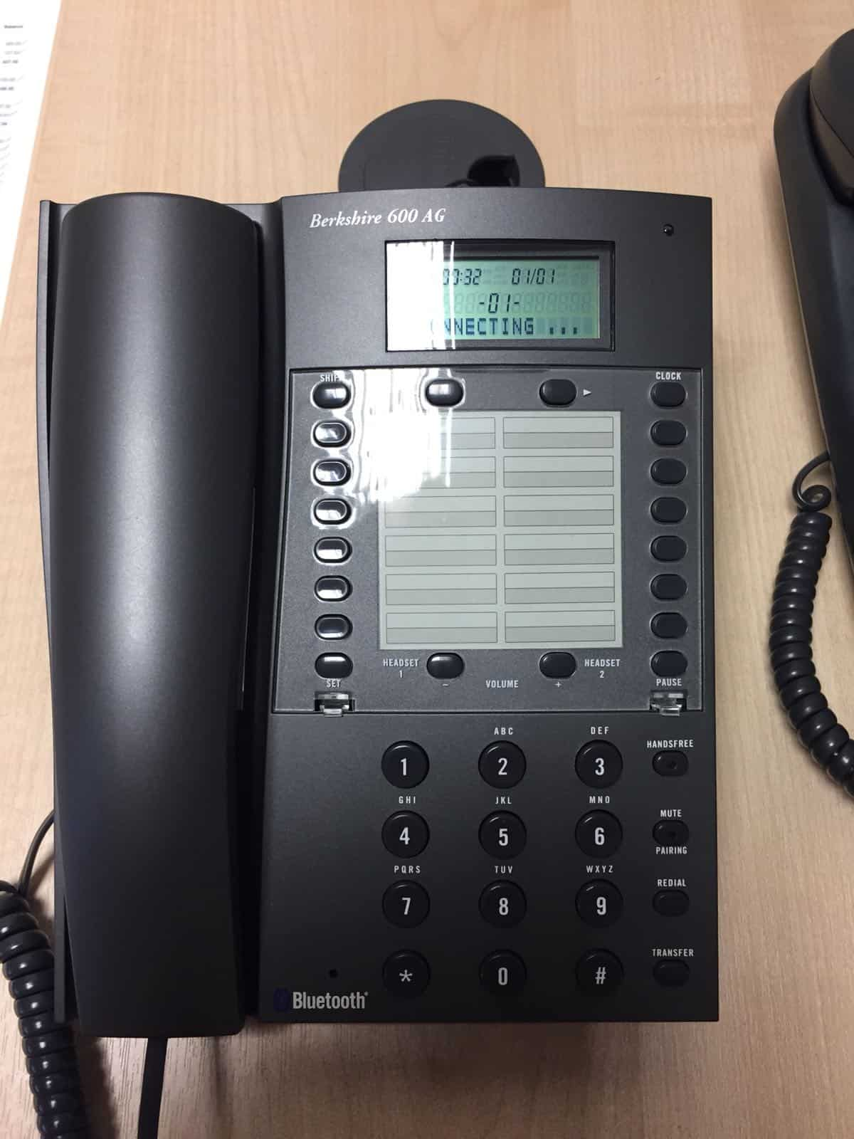 Bluetooth business phone and OTICON CONNECTCLIP